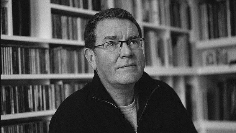 Morreu Vaughan Oliver, designer das melhores capas dos nossos discos