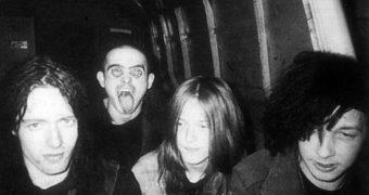 Napalm Death fazendo cover de Sonic Youth? Delícia…